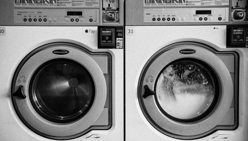 chrissie kremer iALEk3nQvLI unsplash 840x480 - Hvilken type vaskemaskine skal jeg vælge?