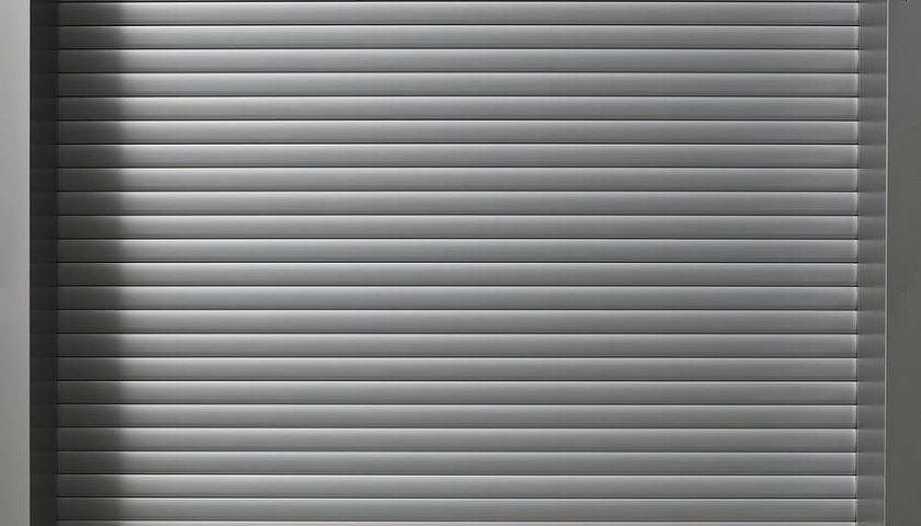 roll up door garage door aluminium profile garage 840x480 - Gem tingene sikkert væk med et sikringsskab