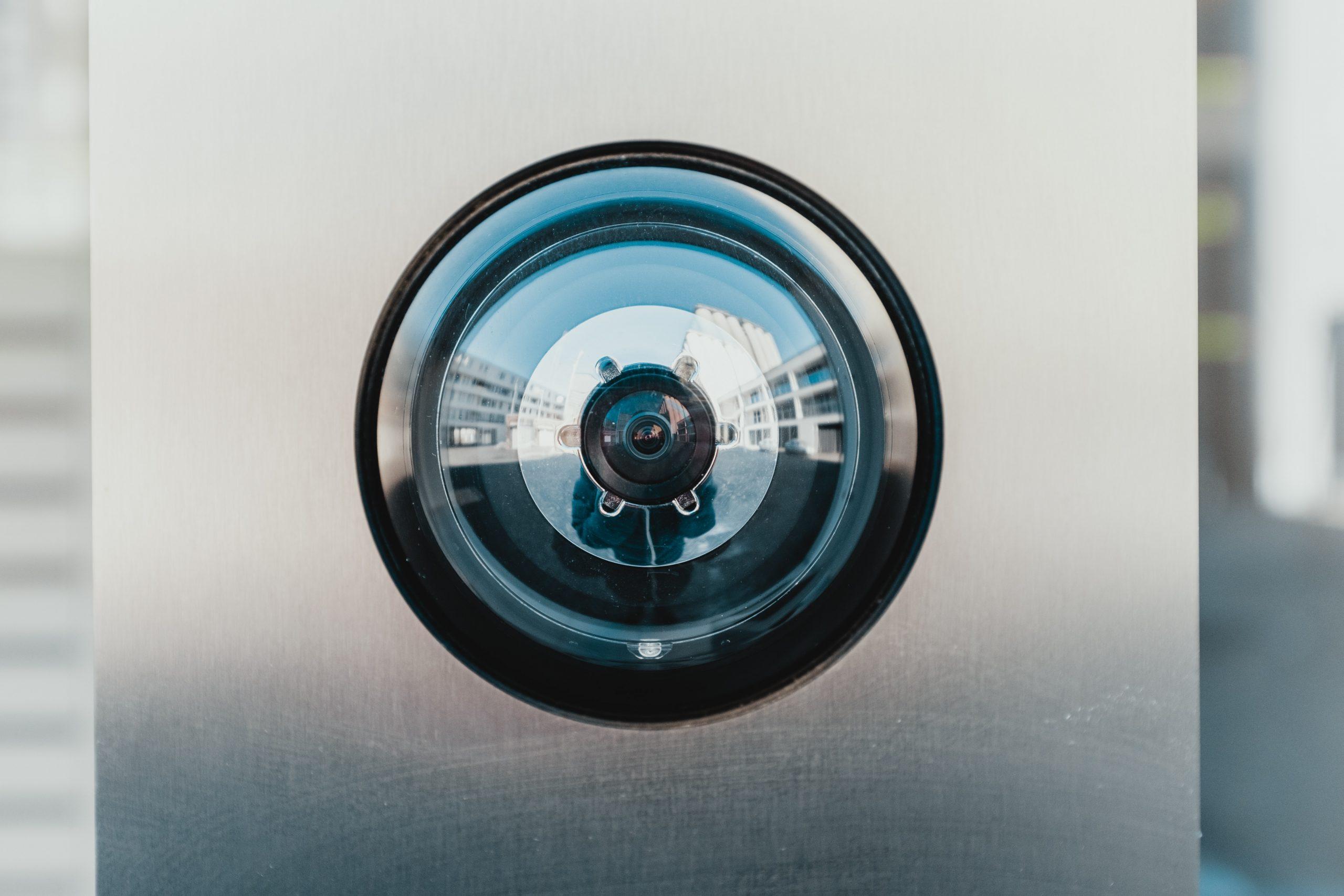 bernard hermant IhcSHrZXFs4 unsplash scaled - Kameraovervågning skaber mere tryghed