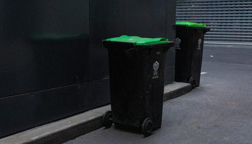 mitchell luo UBU pM78yxQ unsplash 840x480 - Sorter affald i virksomheden med affaldsstativer