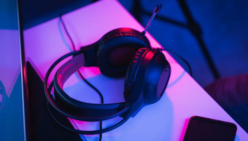 fausto sandoval w5m3PIGvkqI unsplash 840x480 - Har du det helt rigtige headset?